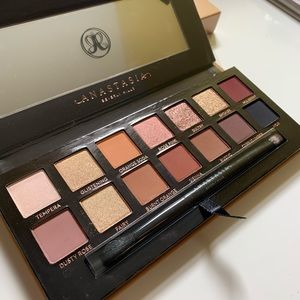 SOFT GLAM by Anastasia Beverly Hills palette
